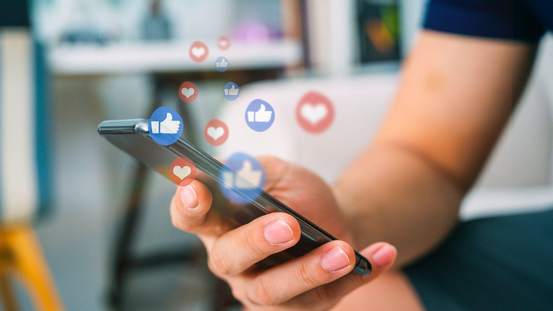 Mendesain Konten Sosial Media dengan Cepat dan Mudah